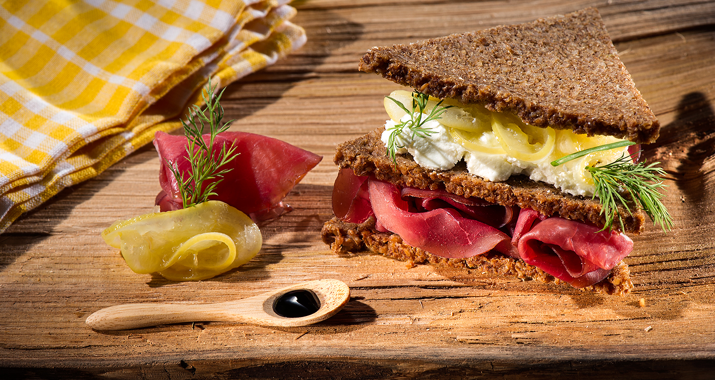 RYE AND ANISE BROWN BREAD, BRESAOLA, ROBIOLA CHEESE, LEMON MARMALADE AND BALSAMIC VINEGAR